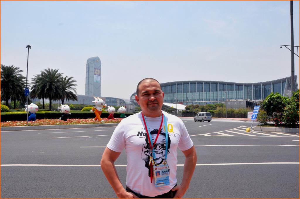 Рушан Гиниятов, основатель AsiaOptom, в Китае